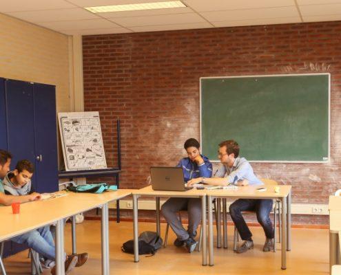 Samen huiswerk maken bij HuiswerkHulp Utrecht.
