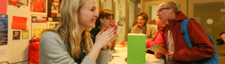 Medewerkers van Taal doet meer informeren over diverse taalactiviteiten.